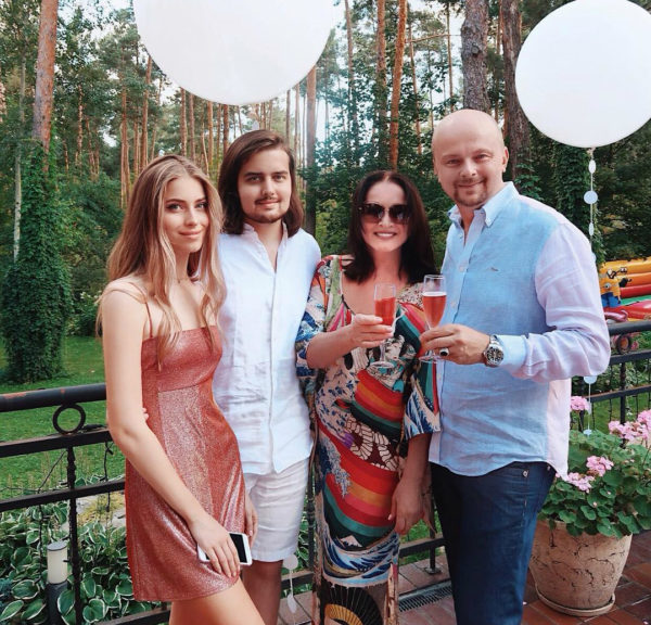 София Ротару с сыном и внуками