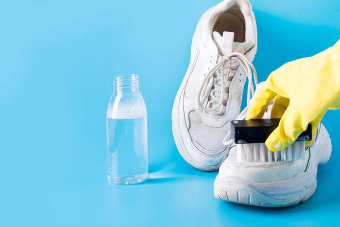 Як чистити взуття з різних матеріалів