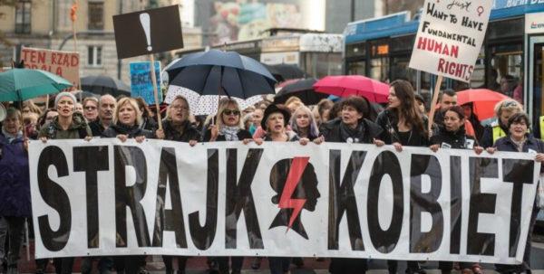 Протесты в Польше, надпись на плакате: «Страйк женщин»