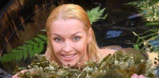 Анастасія Волочкова розчепірилася на пляжі