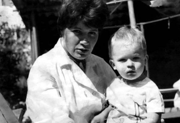Андрей Данилко в детстве с мамой