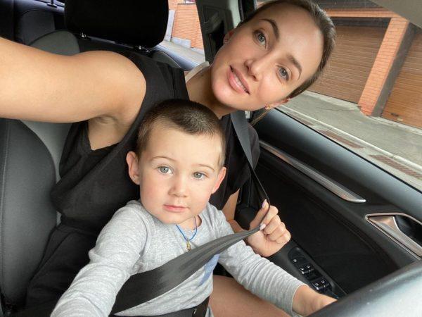 Анна Ризатдинова с сыном Ромой