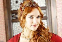 Мер'єм Узерлі показала розкішне вбрання