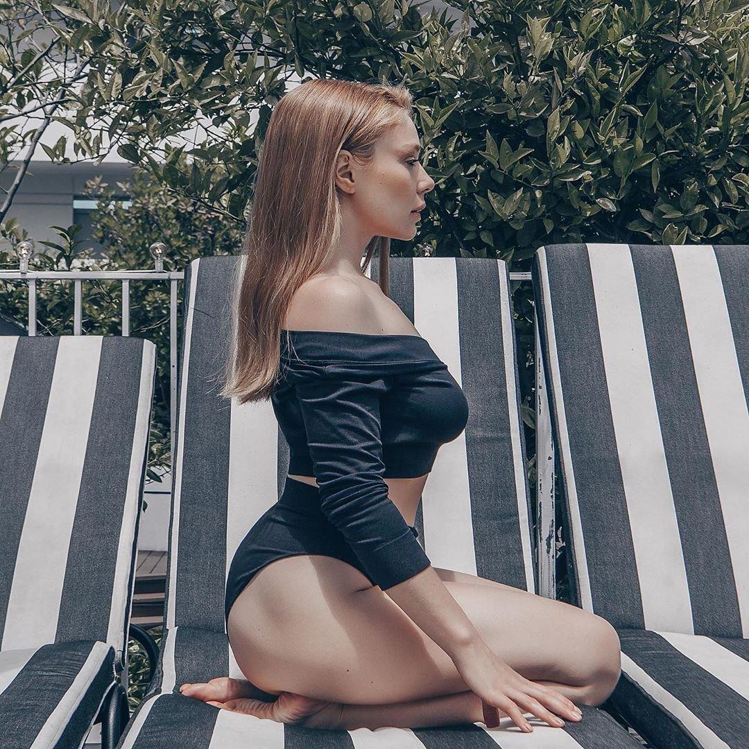 Тина Кароль на пляже