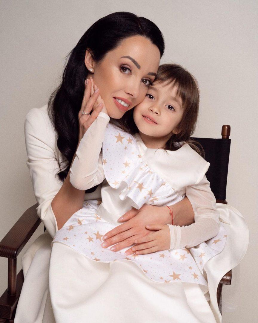 Екатерина Кухар с дочкой