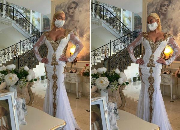 Анастасия позирует в именной маске
