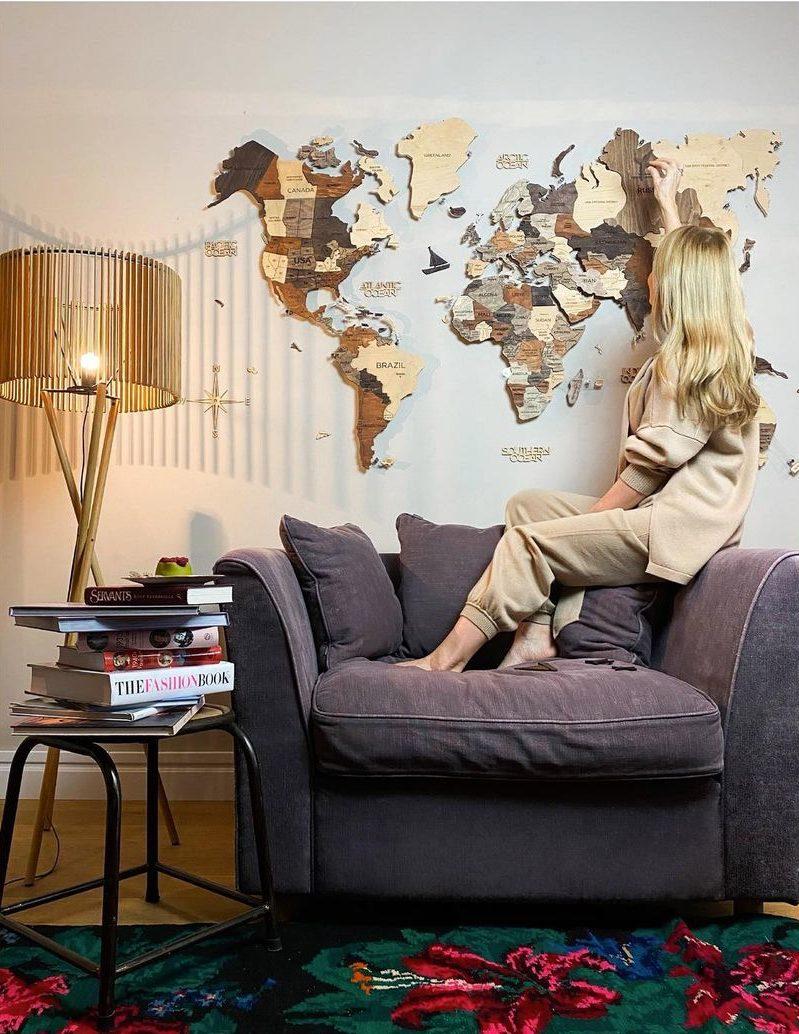 Дерев'яна карта на стіні