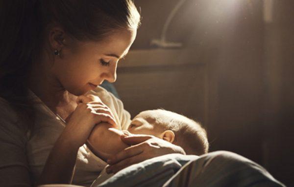 Грудное вскармливание должно быть приятным и ребенку и маме