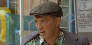 """Митяй из """"Сватов"""" показал свой """"болт"""" в полосатом купальном костюме"""