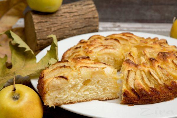 Пишний пиріг з яблуками