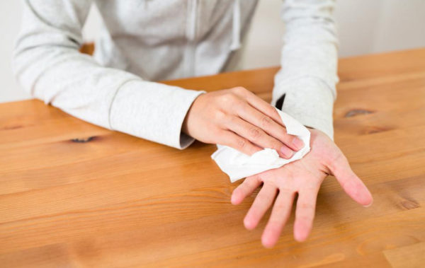 Як впоратися з потовиділенням на руках