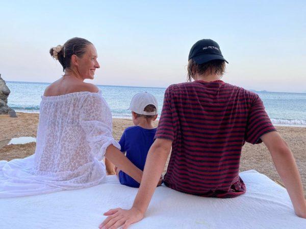 Катя Осадчая с сыновьями