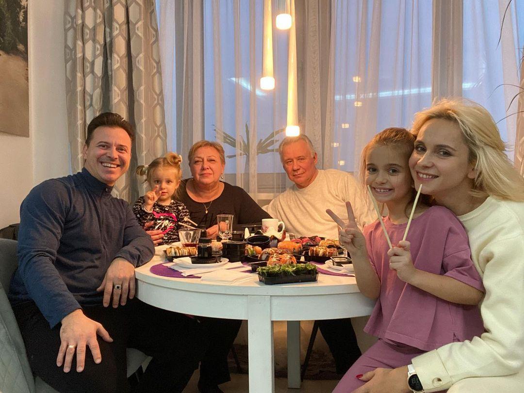 Лілія Ребрик з сім'єю - домашній ресторан