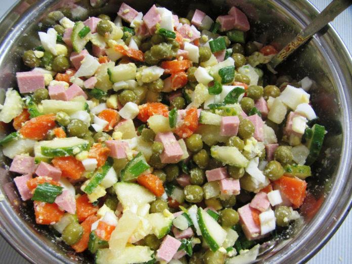 Неймовірно простий і швидкий салат Олів'є до вашого столу
