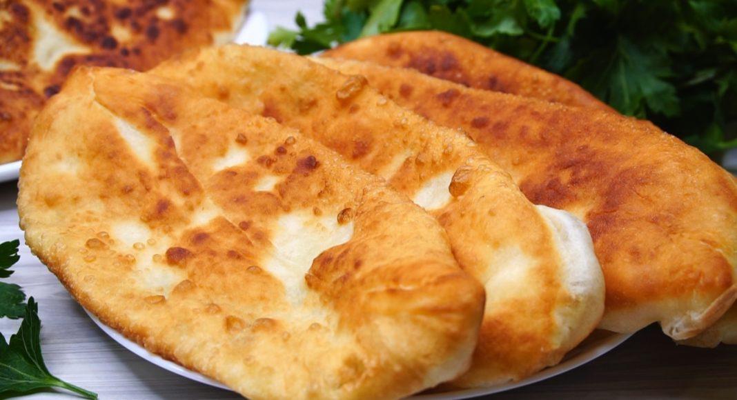 Пироги на сковороде с сыром - простой рецепт