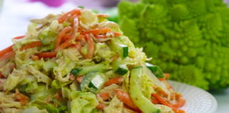 Салат з пекінською капустою і крабовими паличками