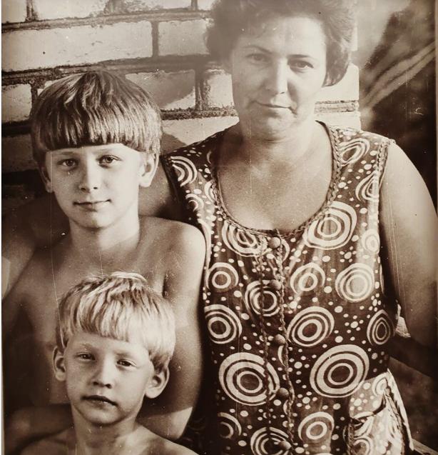 Сергій Глушко (Тарзан) зі старшим братом Олександром і мамою