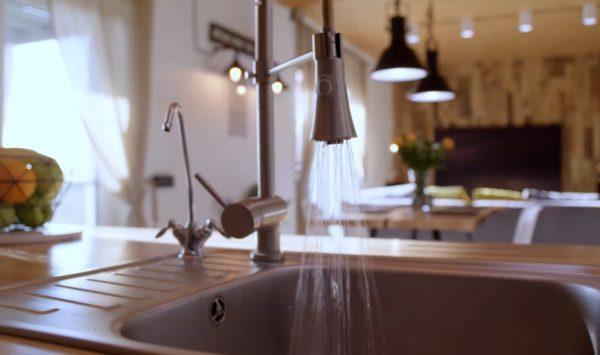 Кухня-столовая Влада Ямы (скриншот из Instagram Лилианы)