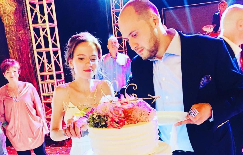 """Как выглядит невестка Ларисы Гузеевой, которая прошла очень """"жесткий отбор"""" на должность жены сына?"""
