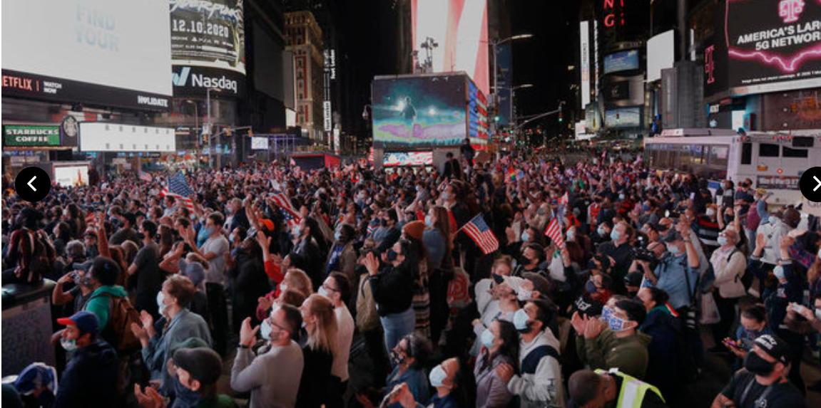 Люди приветствуют победу Байдена