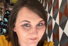 Девушка неудачно покрасила брови в салоне красоты