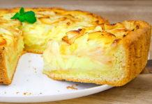 Яблучний пиріг із заливкою