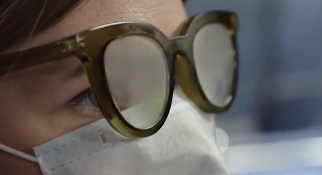 Подборка способов, как носить очки и маску без запотевания