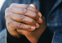 Почему хрустят пальцы