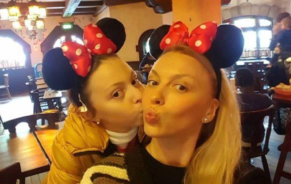 Оля Полякова та її дочка Маша - фото з дитинства Марії