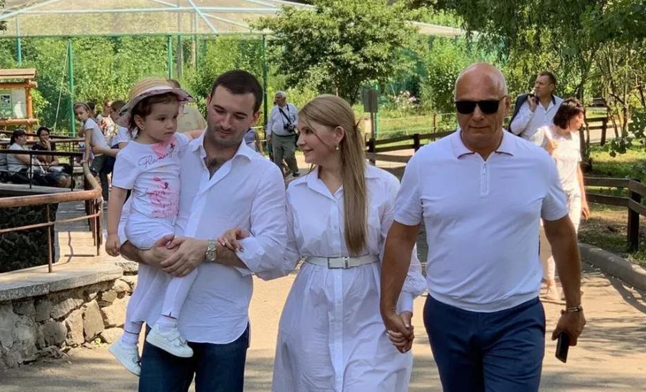 Юлия Тимошенко с мужем, зятем и внучкой