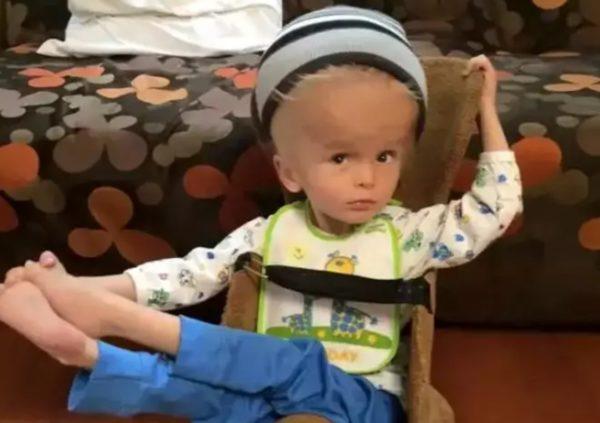 Трогательная история про мальчика с большой головой