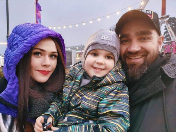 Юлія Саніна з чоловіком і сином
