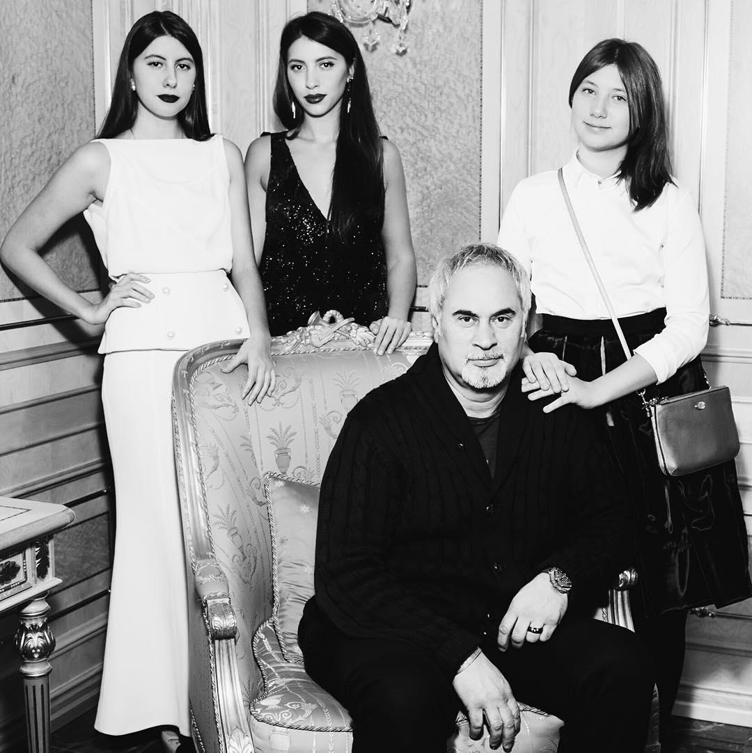 Дочки Валерія Меладзе не всі прийняли його новий шлюб