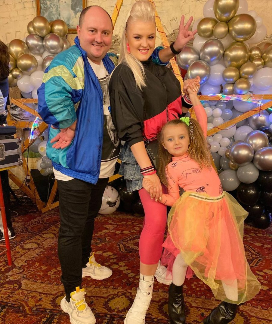Юрий Ткач с женой Викторией и дочкой Лизой