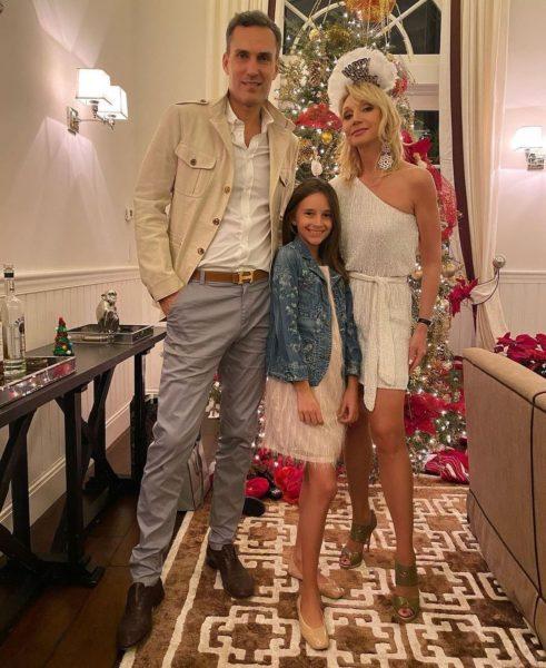 Кристина Орбакайте с мужем Михаилом Земцовым и дочерью Клавдией в США