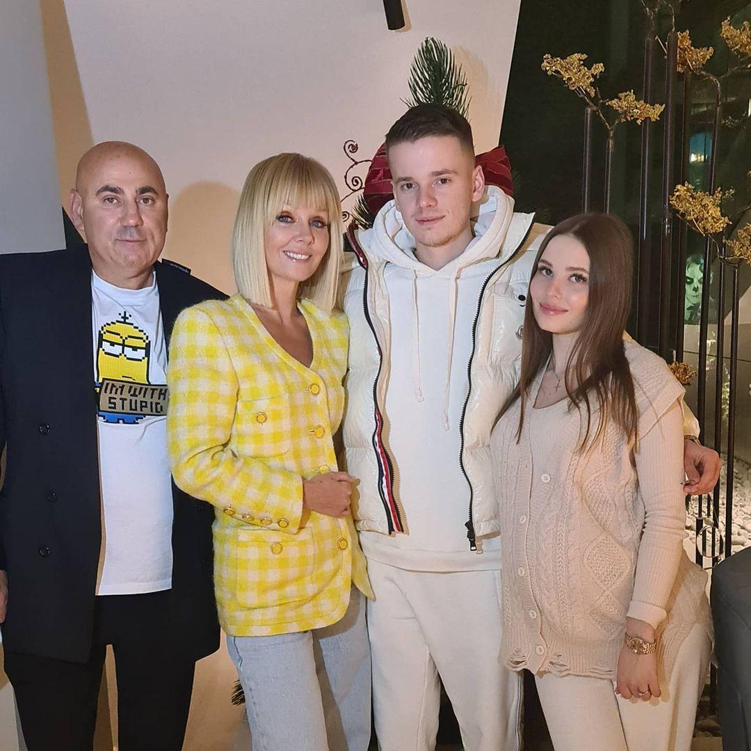 Співачка Валерія з родиною