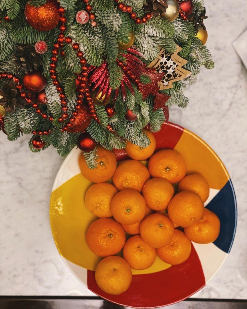 Обязательный новогодние мандарины