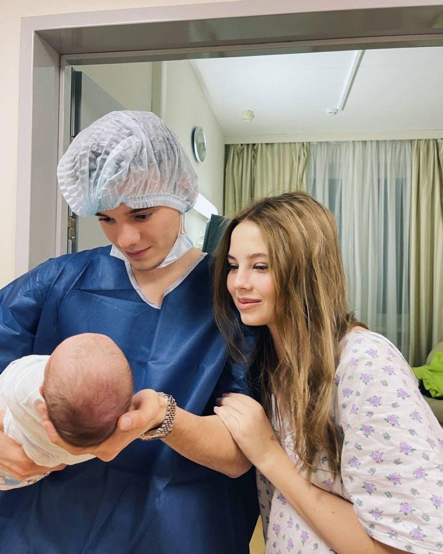 Арсений и Лиана Шульгины с новорожденной дочкой