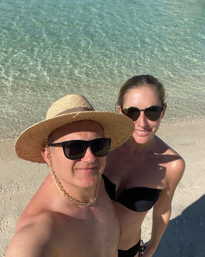 Юрия Горбунов и Катя Осадча на пляже