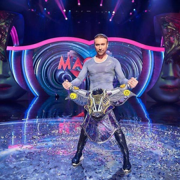 Олег Винник став першим учасником шоу, який зняв маску