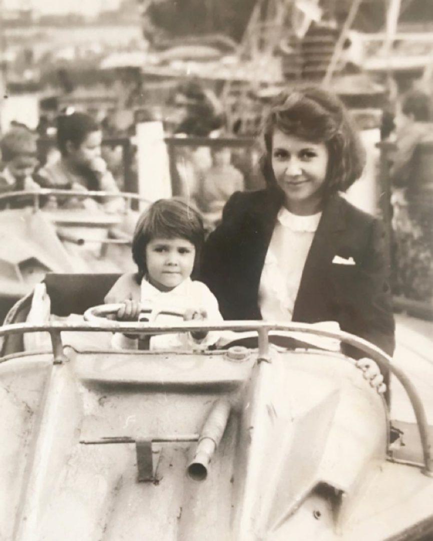 Людмила Балан в молодости с дочкой