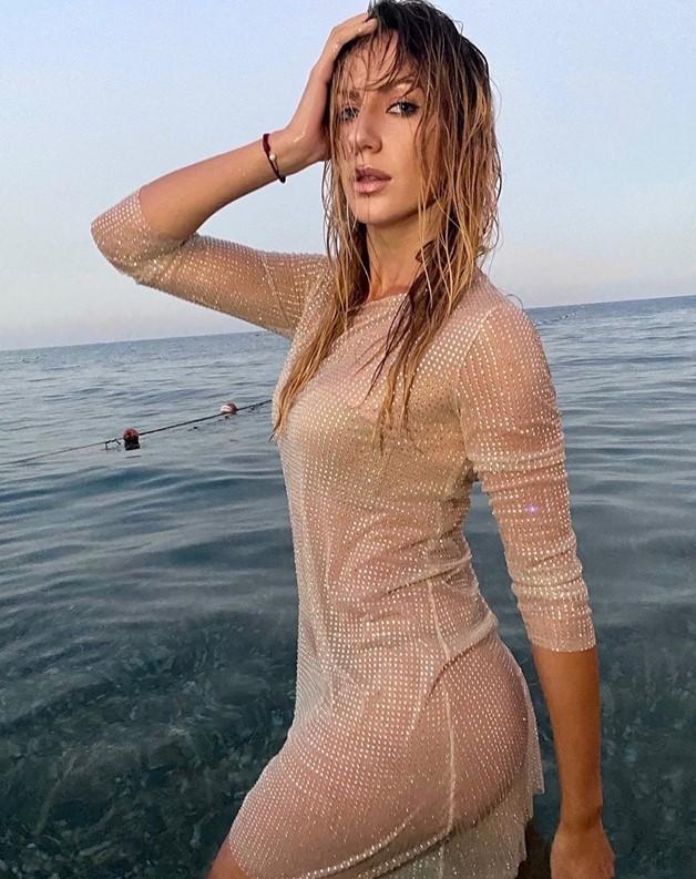 Леся Никитюк в море