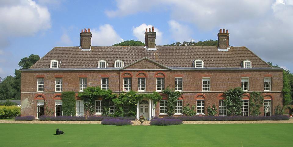 Поместье Анмер-Холл, где сейчас проживают герцоги Кембриджские