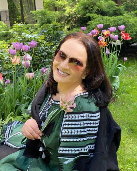 София Ротару в своем саду