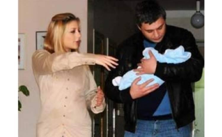 Тіна та Євген під час виписки з пологового будинку