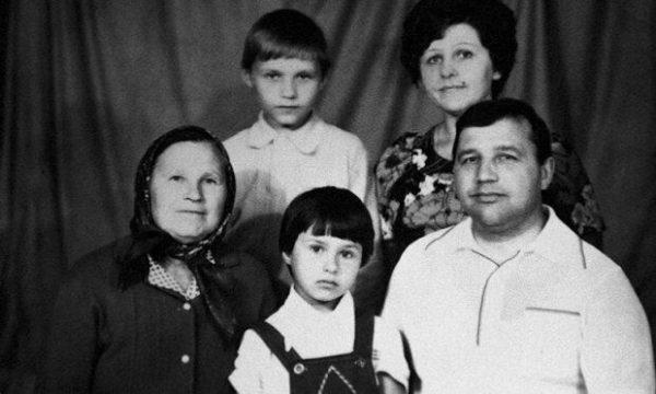 Телеведущая Наталья Мосейчук показала своих родителей - старое фото семьи