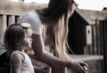Женщина с ребенком - иллюстративное фото