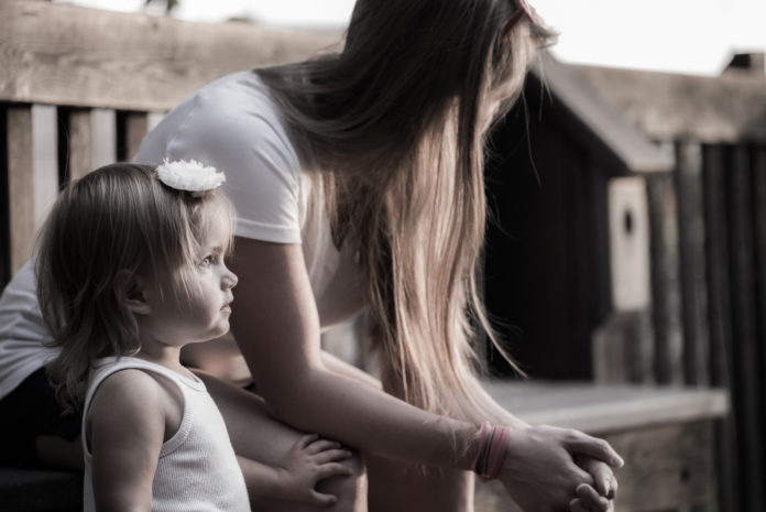 Жінка з дитиною - ілюстративне фото