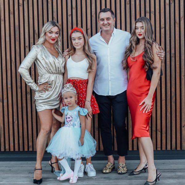 Дядя Жора с женой и дочерьми