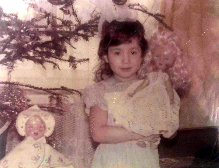 Наталка Карпа з подарунком